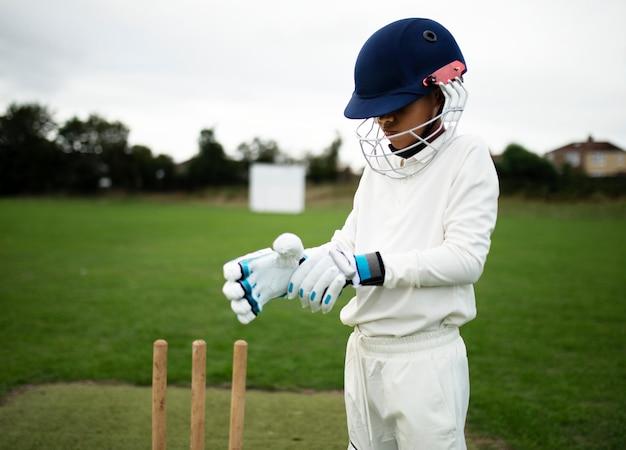 Jugador de críquet preparándose para jugar