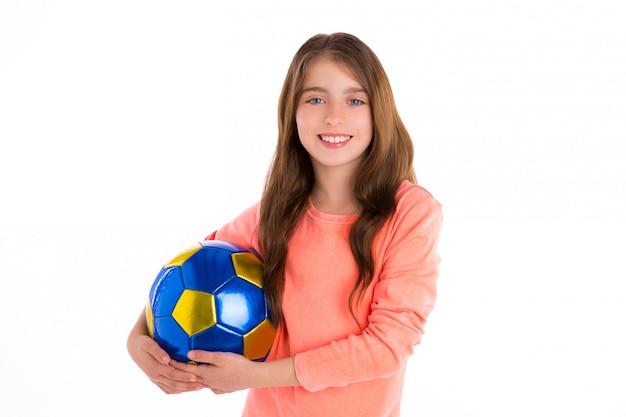 Jugador feliz del fútbol de la muchacha del niño del fútbol con la bola