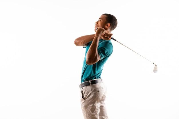 Jugador de golf afroamericano hombre