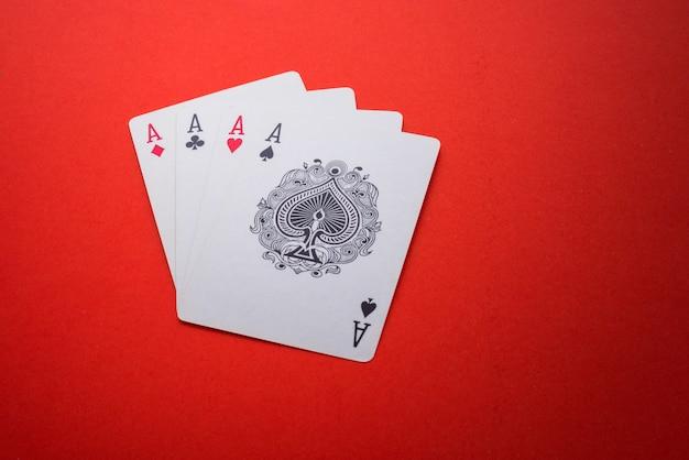 Jugando a las cartas aisladas