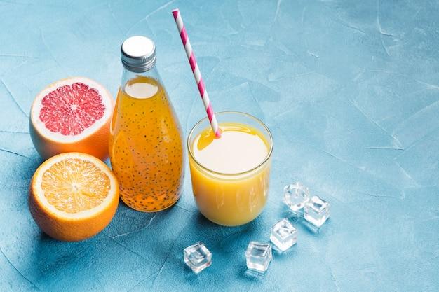 Jugo fresco de naranja y pomelo