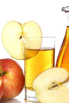 Jugo de manzana fresco y frío