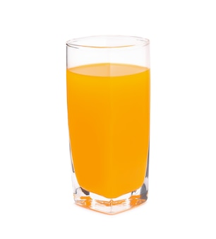 Jugo de naranja aislado en blanco.