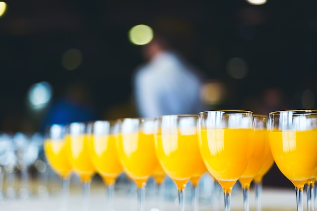 Jugo de naranja fresco. catering bebidas.
