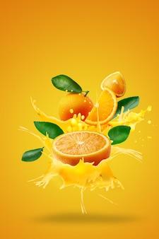 Jugo de naranja que salpica en fresco en rodajas sobre naranja