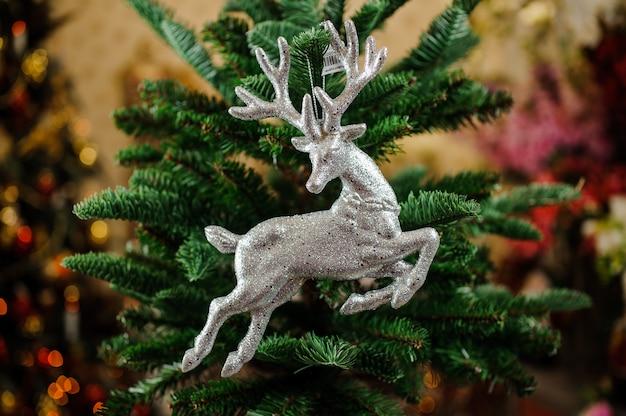 Juguete de decoración de árbol de navidad en forma de ciervo plateado