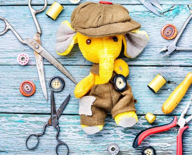 Juguete hecho a mano elefante