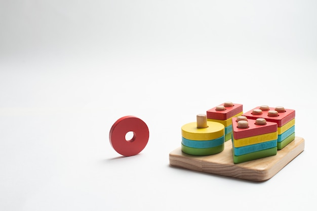 Juguete revelador colorido para niños.