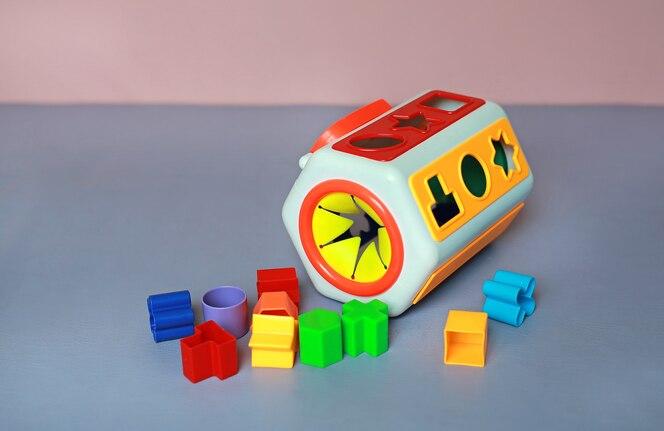 Juguetes de plástico coloridos para niños