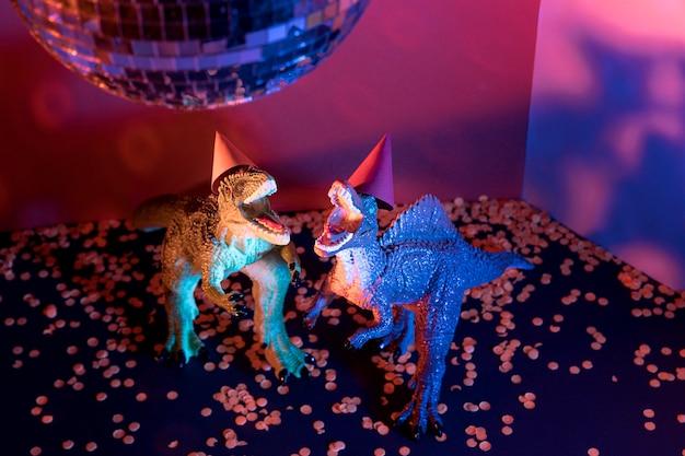 Juguetes de dinosaurios de halloween de primer plano