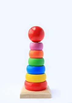 Juguetes de madera de colores para niños.