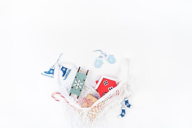 Juguetes navideños en bolsa de malla ecológica