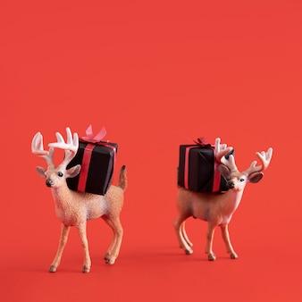 Juguetes de renos con cajas de regalo.