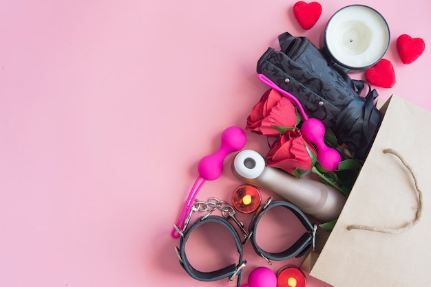 Juguetes sexuales en bolsa de compras