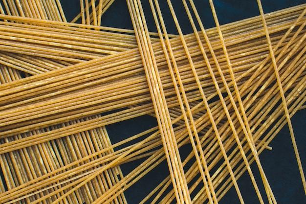 Juguetón montón de pasta espagueti