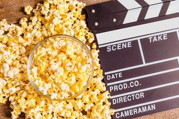 Junta de badajo de la película y palomitas de maíz