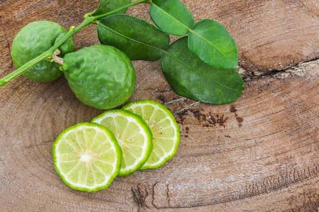 Kaffir lime (bergamota).