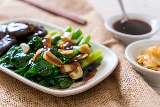 Kale de hong kong salteado en salsa de ostras