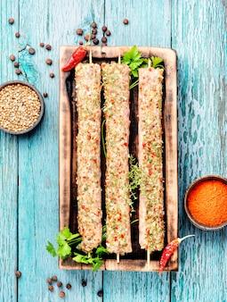 Kebab de cordero con hierbas