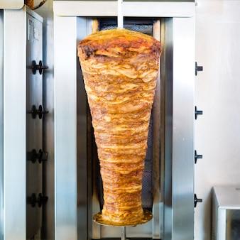 Kebab - doner caliente con ingredientes frescos