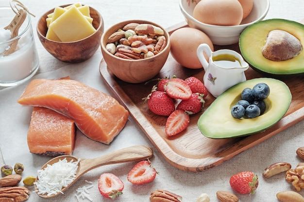 Keto, dieta cetogénica, baja en carbohidratos, alta grasa buena, comida sana