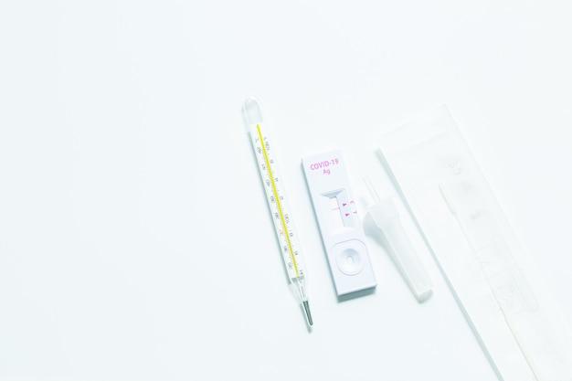 Kit de autoprueba rápida de antígeno para el diagnóstico de covid19 en casa con hisopos nasales