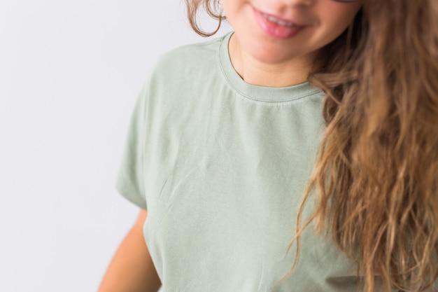 Kit verde cálido para dormir. camiseta de algodón suave. ropa cómoda para un sueño saludable. concepto de pijama