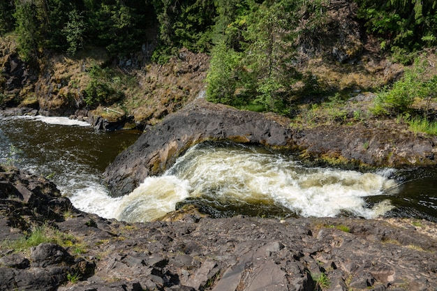 Kivach falls a finales del verano, karelia