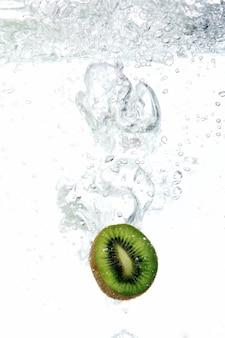 Kiwi cayó al agua