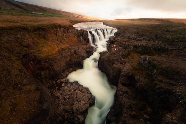 Kolugljúfur canyon en el norte de islandia.