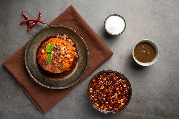 Krathon dulce con salsa de pescado dulce thai snacks.