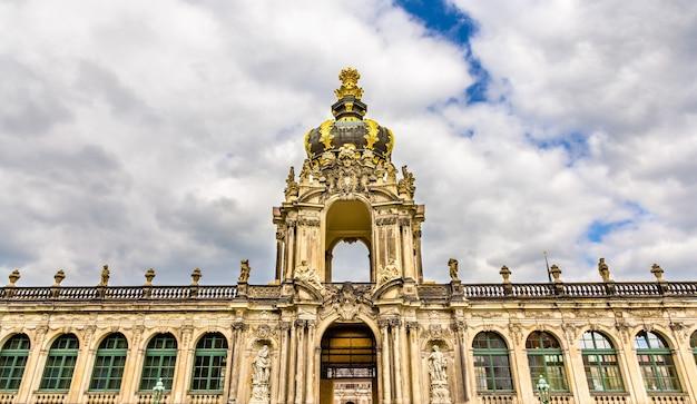 Kronentor o puerta de la corona del palacio zwinger en dresde