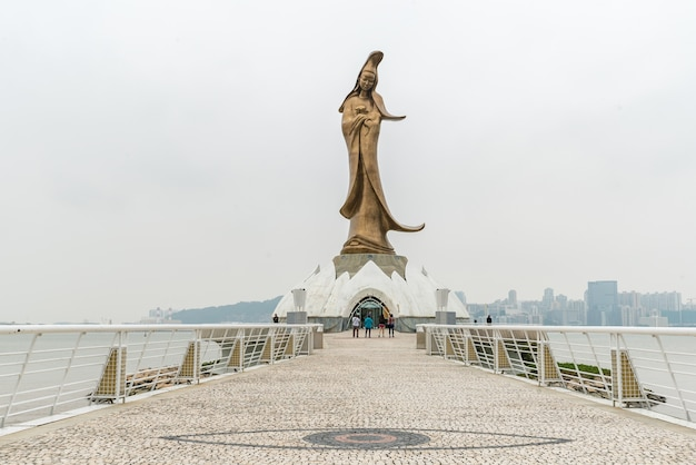Kun iam estatua de macau