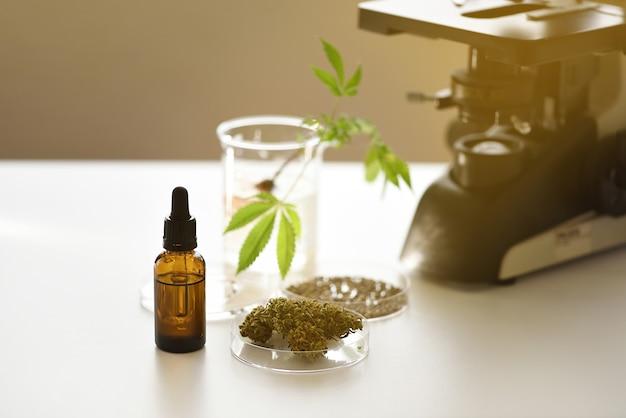 Laboratorio de extracción de aceite de cbd con semillas de contador de gotas de vial y microscopio