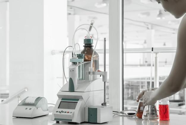 Laboratorio de pruebas para la fabricación y procesamiento de plásticos
