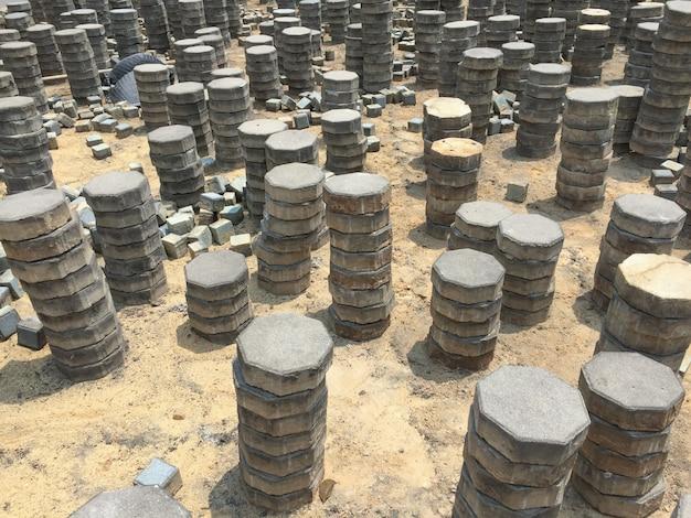 Ladrillos colocados en una acera