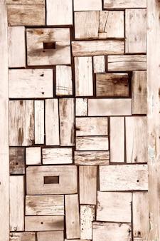 Los ladrillos de madera se fusionan entre sí.