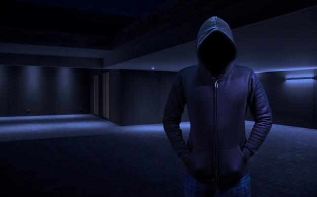 Ladrón casero en un ladrón entrando en la casa.