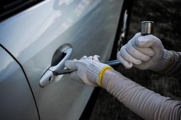 Ladrón intenta robar el auto