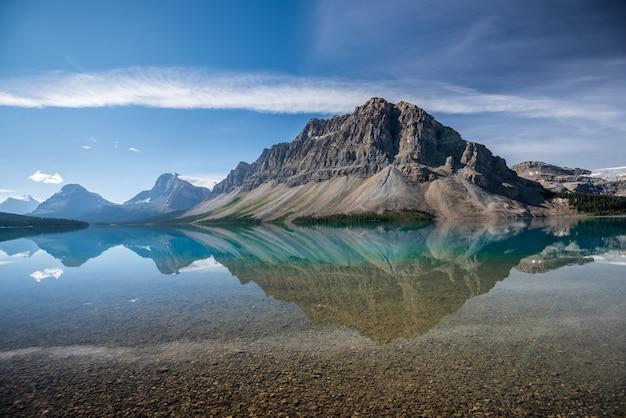 Lago bow, parque nacional banff, alberta, canadá