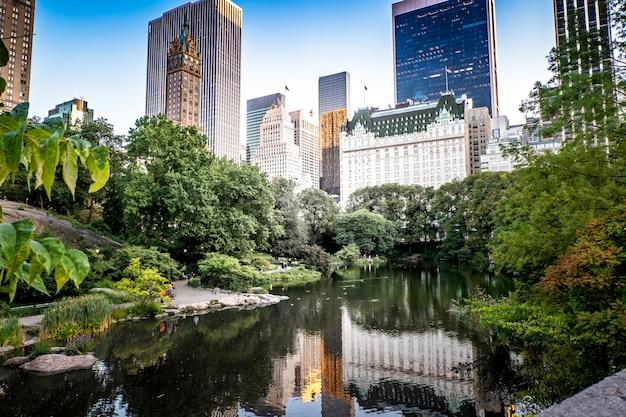 Lago en central park, nueva york, ee.uu.