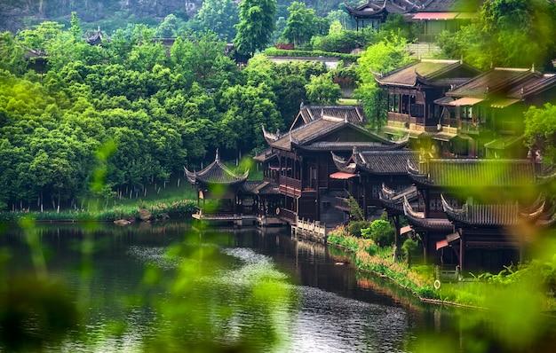 Lago de la ciudad antigua en china