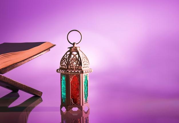 Lámpara árabe con hermosa luz