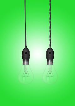 Lámpara colgante con bombilla aislada en superficie coloreada