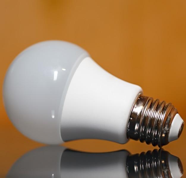 Lámpara de diodo con reflejo.