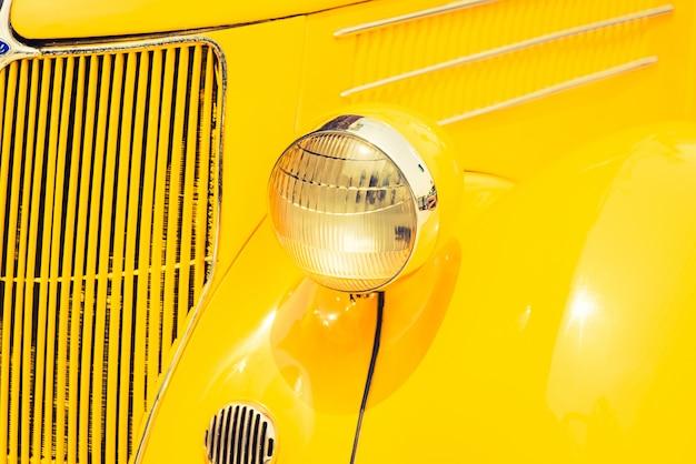 Lámpara de los faros del coche clásico de la vendimia