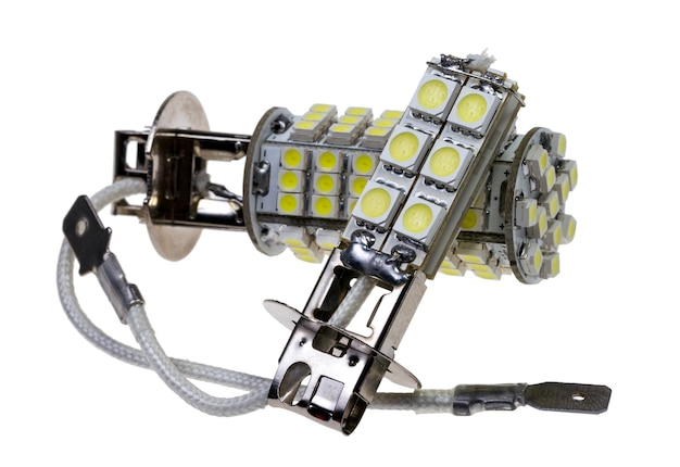 Lámpara led para auto aislado en el fondo blanco.