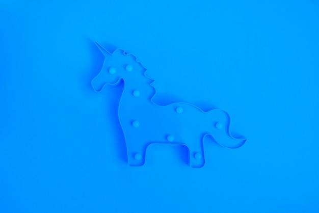 Lámpara led azul unicornio plano endecha monocromo