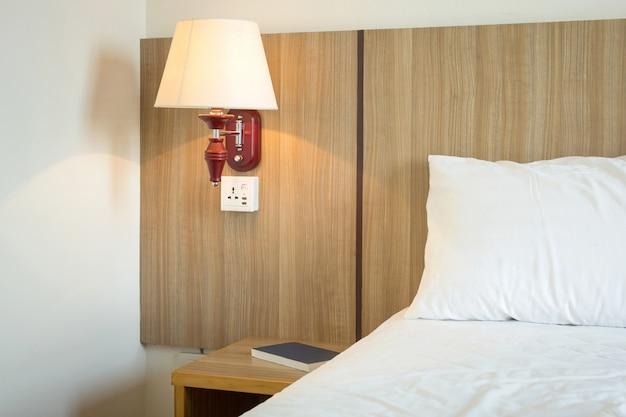 Lampara de luz en dormitorio