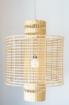 Lámpara de luz en pared interior de decoración.